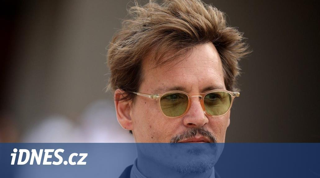 Johnny Depp se stýká s o třicet let mladší ruskou go-go tanečnicí