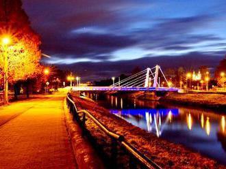 Chrenovský most v Nitre bude svietiť načerveno. Na Slovensku už pre podporu pacientov svietilo dočer