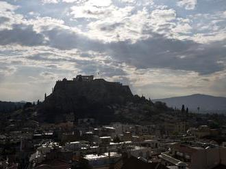 Do Akropole udrel blesk, zranil štyroch ľudí