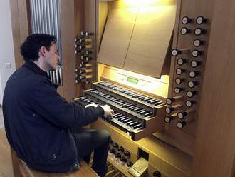 Slávny veľký organ v katedrále Notre-Dame nebol požiarom veľmi poškodený