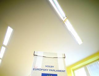 Prieskum: Každý desiaty eurovolič podporuje krajnú pravicu