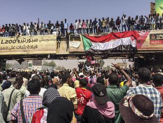 V Sudáne a v Alžírsku sa rozhoduje aj o ďalších migrantoch v Európe