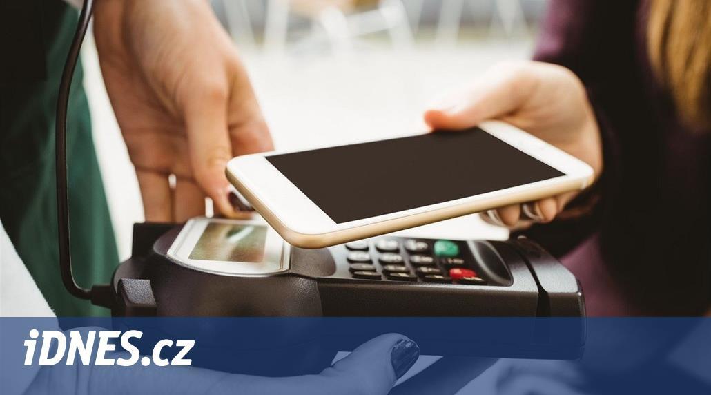 Platba mobilem v Apple Pay je dobrá, nesmíte mít ale zpocený palec