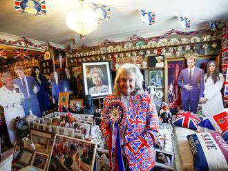 Fotky: Královny místo trpaslíků a pes Windsor. Královskou rodinu milují nejen Britové