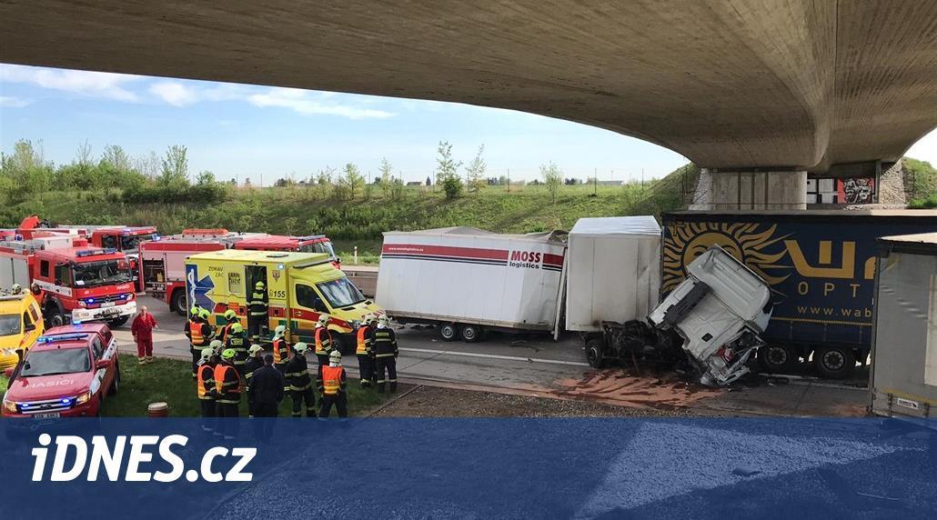 Střet čtyř kamionů ochromil provoz na Pražském okruhu, auta stála i na D1
