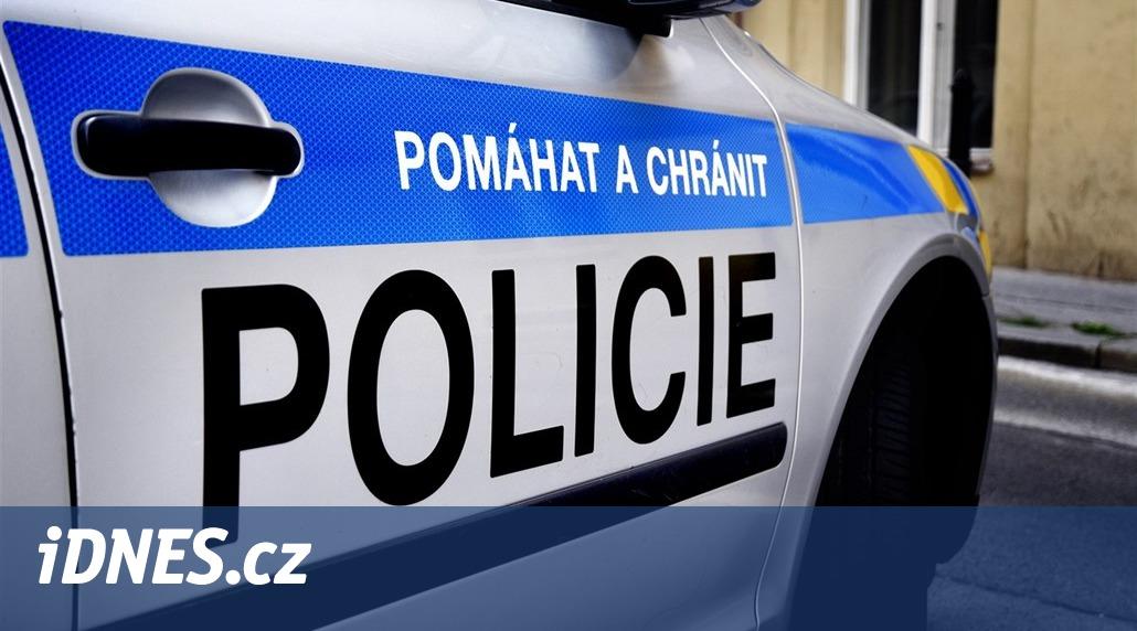 Šestnáctiletý ujížděl s tajně půjčeným autem policii a boural, trestu ujde