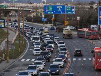 Motorkár sa hnal po bratislavskom obchvate 153 km/h. Pozrite si video