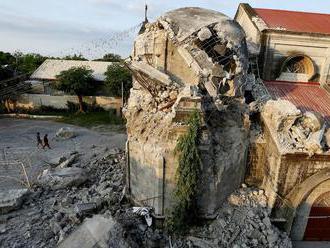 Zemetrasenie rozkývalo budovy v Mexiku aj na Filipínach