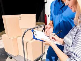 Zásilkovna vs. Česká pošta: Balík od soukromé firmy je někdy levnější. Potřebujete ale mobil
