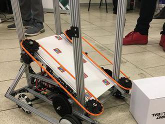 Stredoškoláci si zmerajú sily v robotickej súťaži First Global Slovakia
