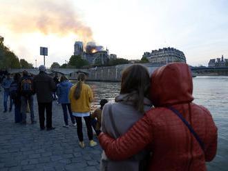 Horiace peklo v Paríži šokovalo celú Európu. Takto naň reagujú iné krajiny