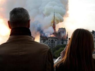 Chýbalo len 30 minút a katedrála Notre-Dame by sa zrútila