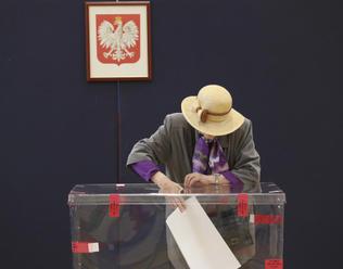 Kaczyńského PiS v polských volbách do EP porazila opozici