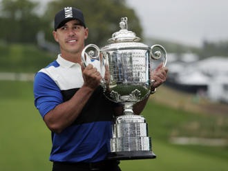 Golfista Koepka obhájil titul na PGA Championship