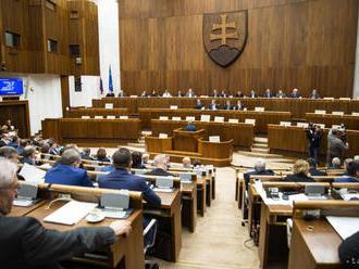 Poslanci ukončili rokovací deň o polhodinu skôr