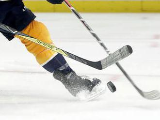 NHL: Lotyšský brankár Merzlikins podpísal ročný kontrakt s Columbusom