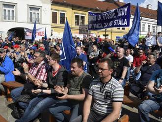 Zamestnanci U.S. Steel žiadali v Košiciach vyššie tarifné mzdy