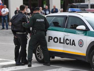 V Hlohovci sa naraz konali dva protesty, zaobišli sa bez incidentu