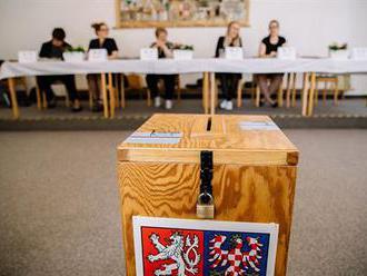 ŽIVĚ: Eurovolby v Česku skončily, k urnám přišla až čtvrtina voličů. Výsledky se Evropa dozví až v n