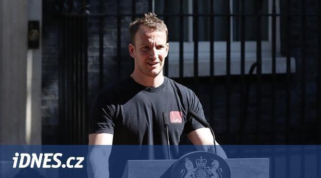 Udělejte premiérem sexy zvukaře, vtipkují Britové na internetu