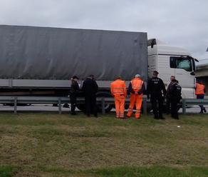 V hlavnej úlohe opäť kamión a migranti: Polícia ich zadržala na diaľnici medzi Prešovom a Košicami,