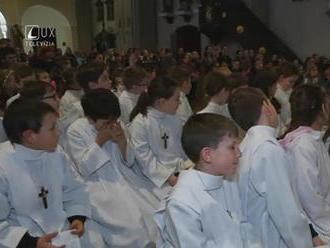 Prvopríjímajúce deti sa stretávali na svätých omšiach tzv. bieleho týždna