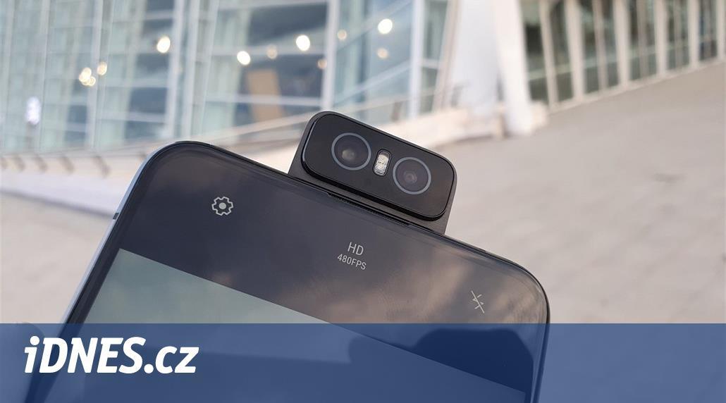 Výhodný Supersmarthphone Asus má otočný foťák a stojí 13 tisíc