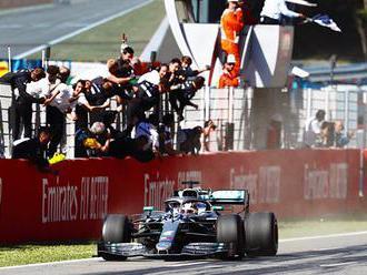 Dominance Mercedesu drasticky snižuje sledovanost F1