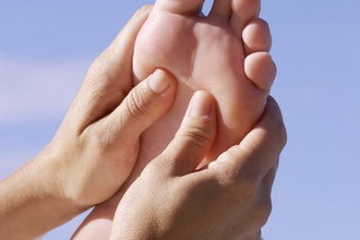 Proč provádět pravidelnou masáž nohou před spaním
