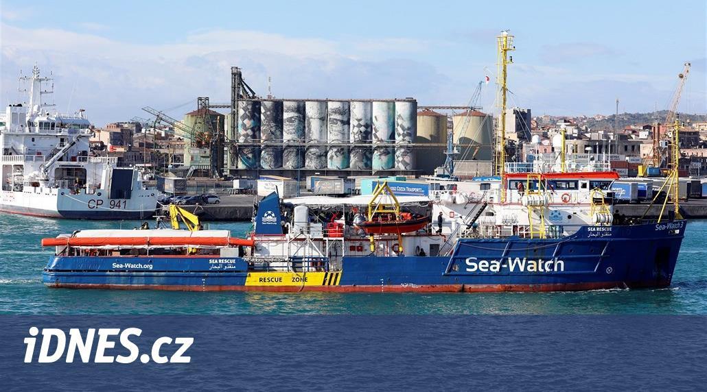 Salvini zakázal lodi s migranty na palubě, aby se přiblížila k Itálii