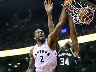 Toronto vyrovnalo sériu proti Milwaukee, hostia zlyhali v obrane
