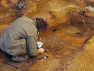 Anglický Tutanchamón? Briti našli neporušenú hrobku dávneho kresťanského princa