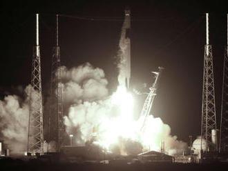 Raketa so zásobovacou loďou Dragon úspešne odštartovala k ISS