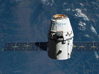 NAŽIVO: Dragon pristane na ISS. Zachytí ho robotické rameno