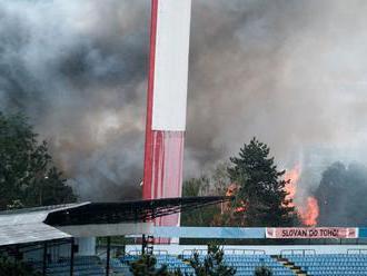 V Bratislave pri obchodnom centre Polus vypukol požiar