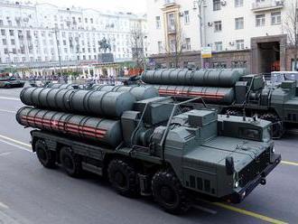 Moskva odsúdila údajné ultimátum USA Ankare pre nákup systému S-400