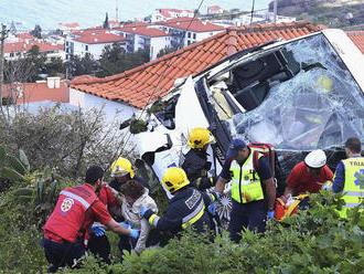 Nehoda autobusu s turistami v Taliansku si vyžiadala najmenej jednu obeť