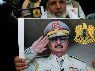 Líder líbyjskej národnej armády Chalífa Haftar rokuje v Paríži s Macronom