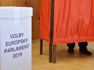ONLINE Slováci rozhodujú o zastúpení v europarlamente: FOTO Pokojné voľby narušil kuriózny incident