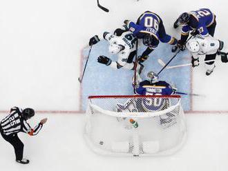 Video: San Jose sa ujalo vedenia v konferenčnom finále NHL, rozhodol sporný gól v predĺžení