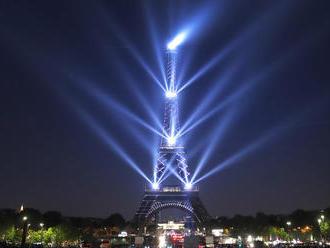 Veľkolepá šou v Paríži: Eiffelova veža oslavuje už 130 rokov