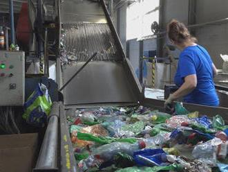 Farebné PET fľaše nie sú tak hodnotné na recyklovanie ako biele