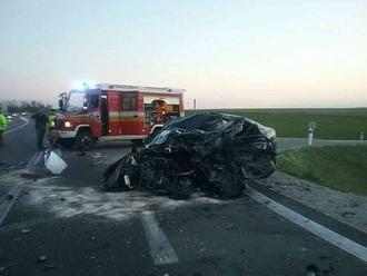 Fatálna nehoda pri Martine. Po čelnej zrážke začal horieť kamión, jeden mŕtvy