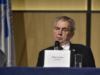 Zeman dnes přijme ruského velvyslance kvůli návrhu zákona k 1968