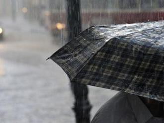 Silné bouřky dorazí odpoledne a večer na Moravu