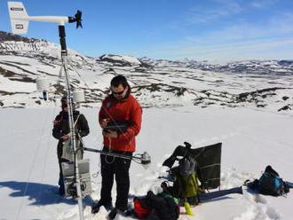 Vědci z Brna testovali v Antarktidě ponožky, čepice i pohorky