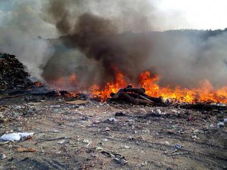Devět jednotek vyjelo kpožáru skládky komunálního odpadu včásti Mirošov uměsta Valašské Klobouky