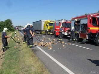 Diaľnica D1 je v smere do Bratislavy pre nehodu uzatvorená