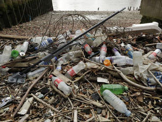 Ministri G20 prijali nový spôsob boja proti plastom v oceánoch