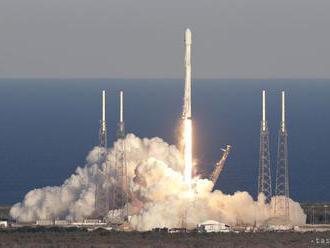 Odštartovala raketa Falcon Heavy s 24 družicami